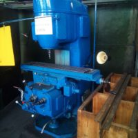 Консольный вертикально-фрезерный станок 6Н11 остается в строю и работает на предприятиях и в гаражах